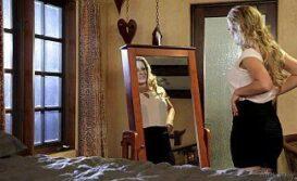Bang bross com puta loira se olhando no espelho do sexo