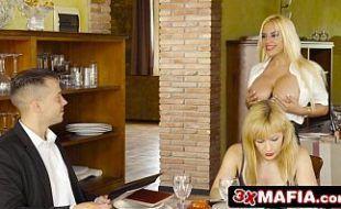 Clube dos cornos com duas mulheres maduras deliciosas