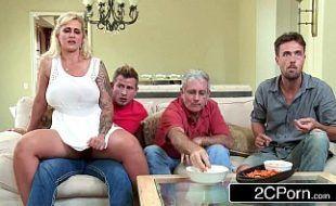 Porno tube com a coroa mais safada da casa dos pais