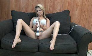 Pornos brasil com loira super tesuda se masturbando