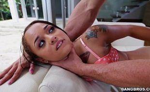 Redtu com ninfetinha tatuada deliciosa em video de sexo