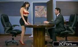 Sexo com mulher gostosa do escritório peladinha para seu chefe