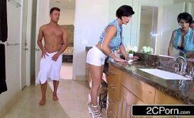 Xxvideo com mulher gostosa no banheiro excitando jovem