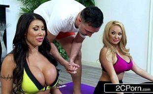 Youporn com duas mulheres peitudas do yoga em video de sexo