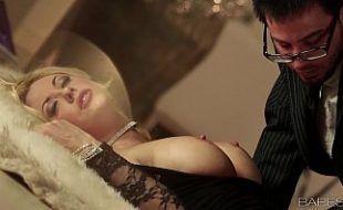 Angela white transando com novinho em seu filme de sexo grátis